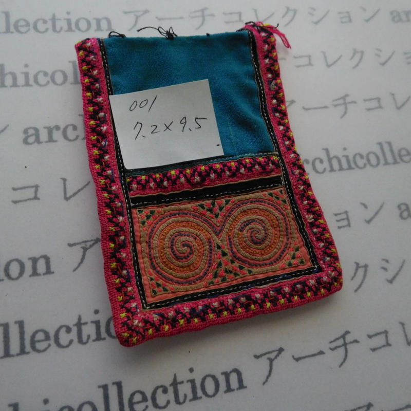 モン族の襟飾り no.1  7.2x9.5 cm  Hmong embroidery needlework はぎれ ラオス タイ