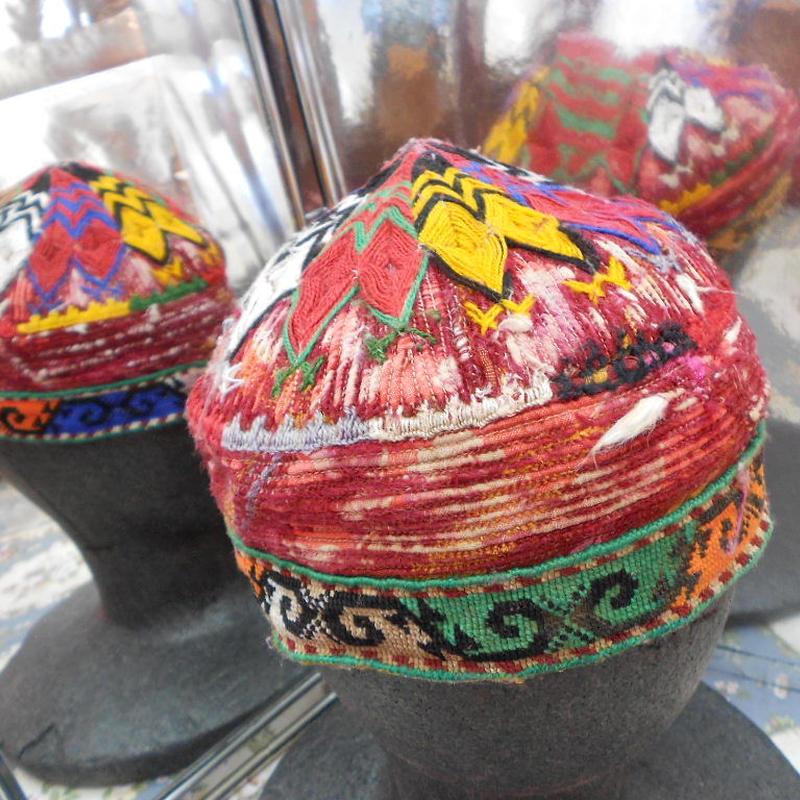 ウズベキスタン ウズベク族UZBEK WOMEN'S CAP40 刺繍女性用帽子53H11cm