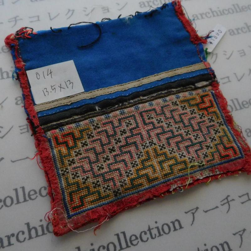 モン族の襟飾り no.14  13.5x13 cm  Hmong embroidery needlework はぎれ ラオス タイ