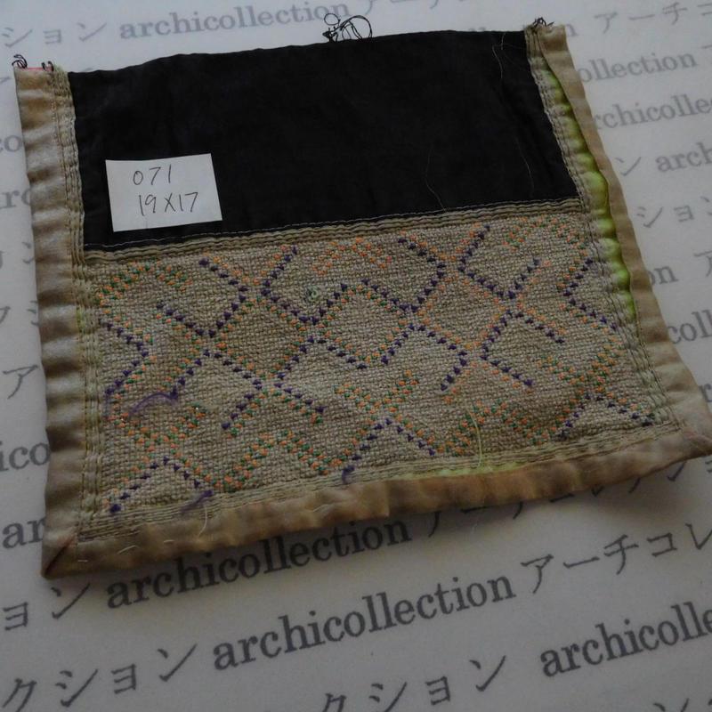 モン族の襟飾り no.71  19x17 cm  Hmong embroidery needlework はぎれ ラオス タイ