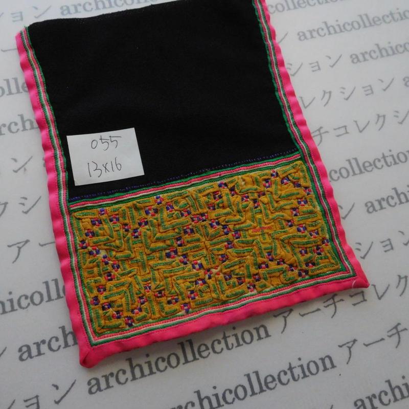 モン族の襟飾り no.55  13x16 cm  Hmong embroidery needlework はぎれ ラオス タイ