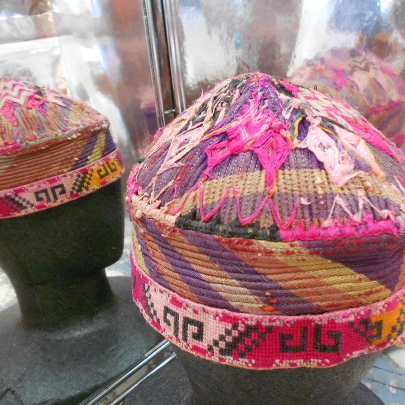 ウズベキスタン ウズベク族UZBEK WOMEN'S CAP44 刺繍女性用帽子53h10cm