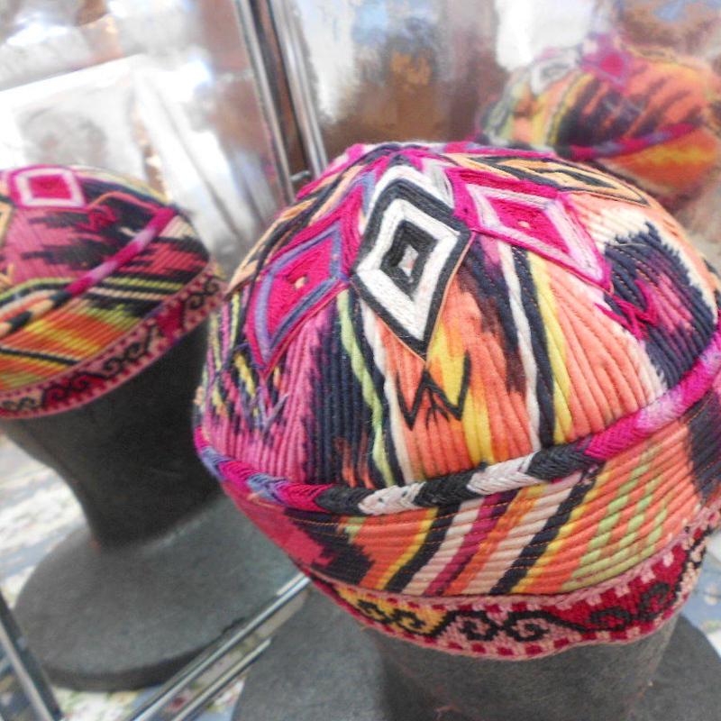 ウズベキスタン ウズベク族UZBEK WOMEN'S CAP43 刺繍女性用帽子58h12cm