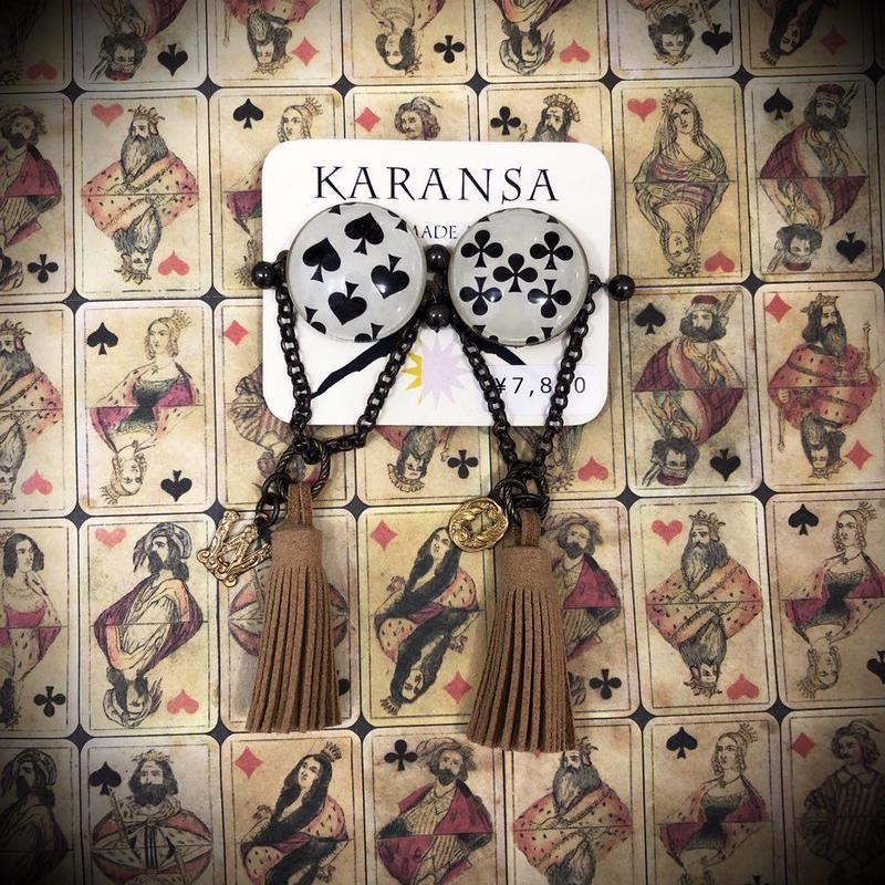 KARANSA/カランサ アンティークトランプオリジナルカボションイヤリング(ベージュタッセル) KE-12