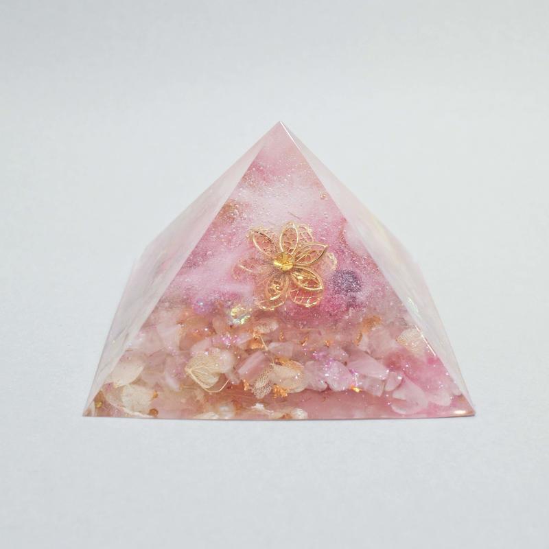 ピラミッドオルゴナイト『愛と光』/ nohana