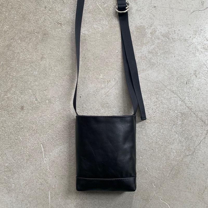 ARUMO  ミニレザーショルダーバッグD /  ブラックレザー