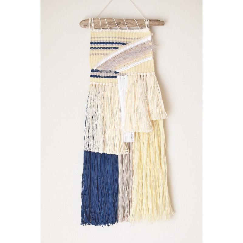 weavimg 揺れる藍糸