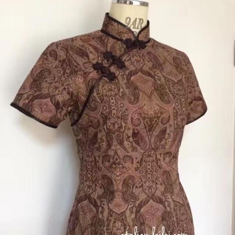 ペイズリー柄のチャイナドレス