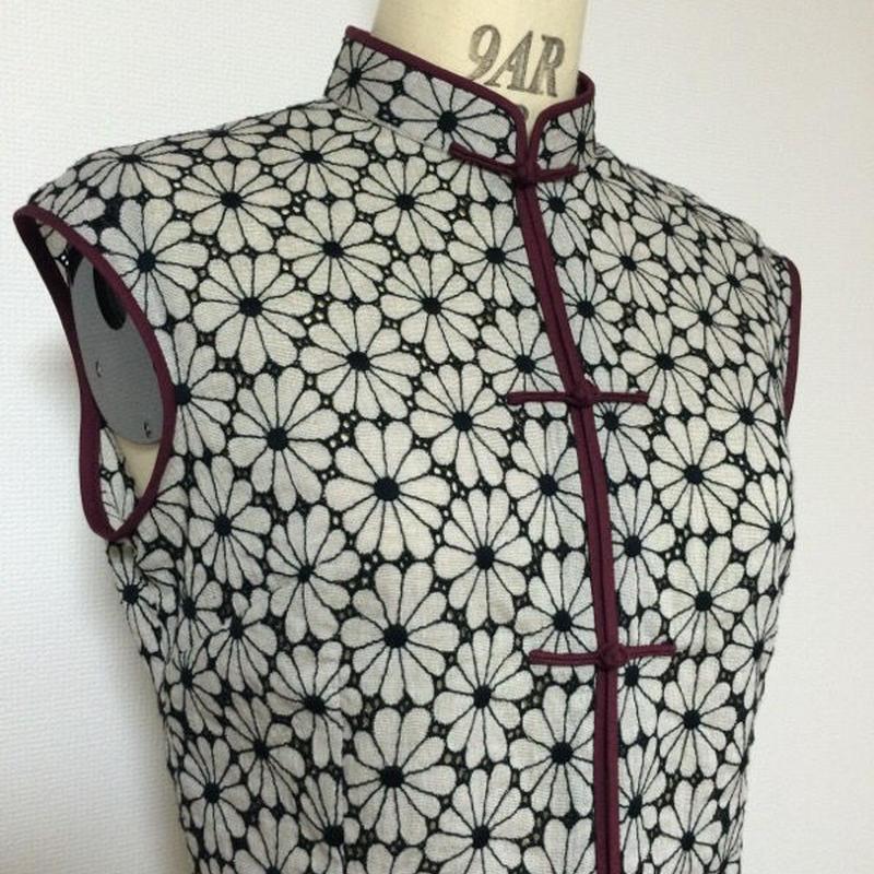フラワー刺繍のチャイナ・ブラウス