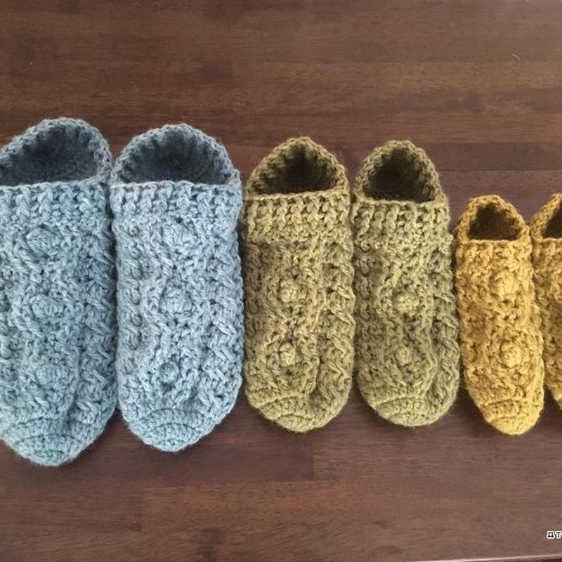 かぎ針編みのアラン模様ルームシューズ(3サイズ)