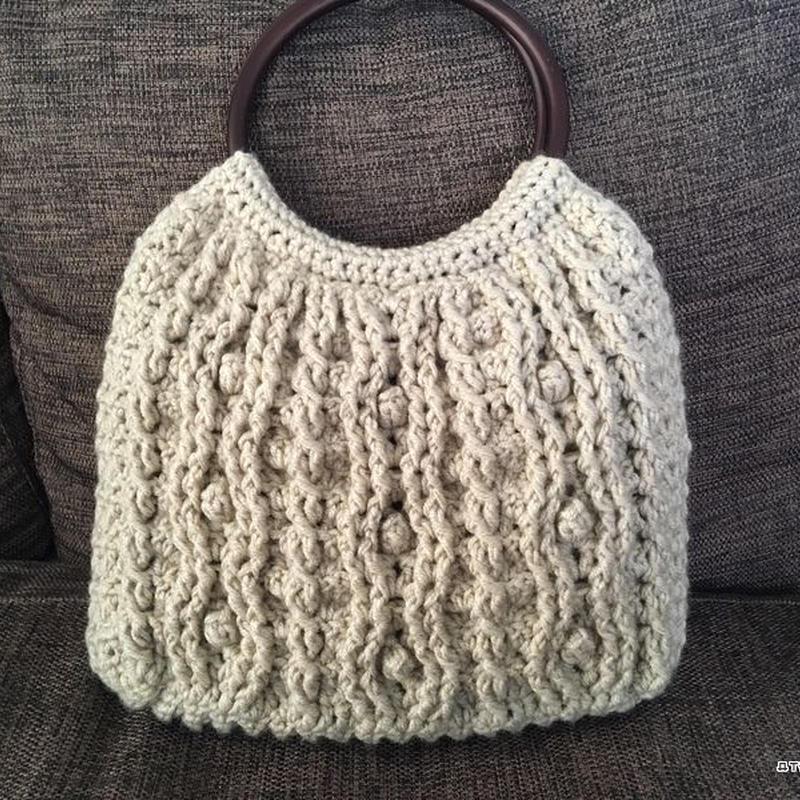 かぎ針編みのアラン模様のバッグ(グラニー)