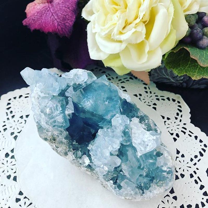【どこまでも青く優しさに溢れるセレスタイトの原石】
