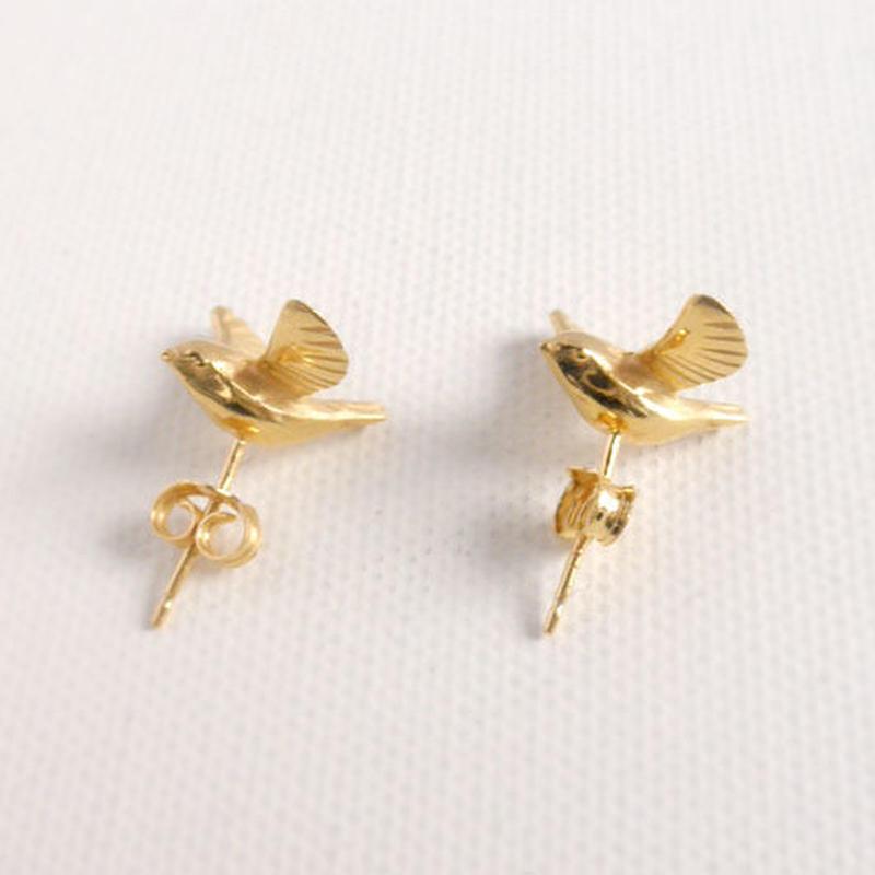 羽ばたく小鳥のピアス