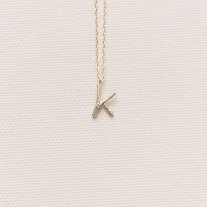 【K】小枝のイニシャルチャーム・ネックレス