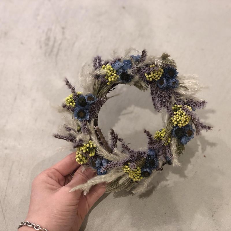 tiny wreathe :  blue