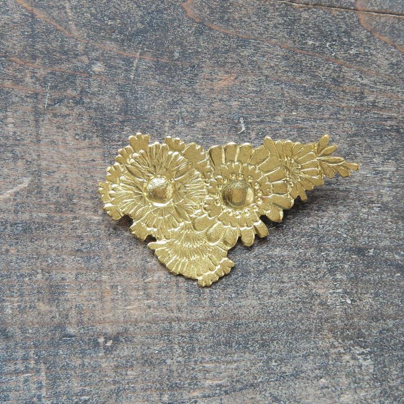 西川美穂 花のブローチ・三角/ 真鍮