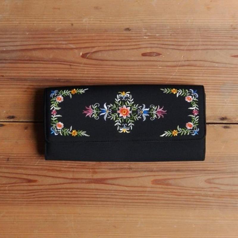 antiques 花の刺繍のクラッチバック