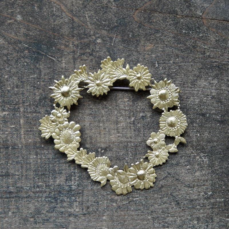 西川美穂 花のブローチ・輪っか / 真鍮