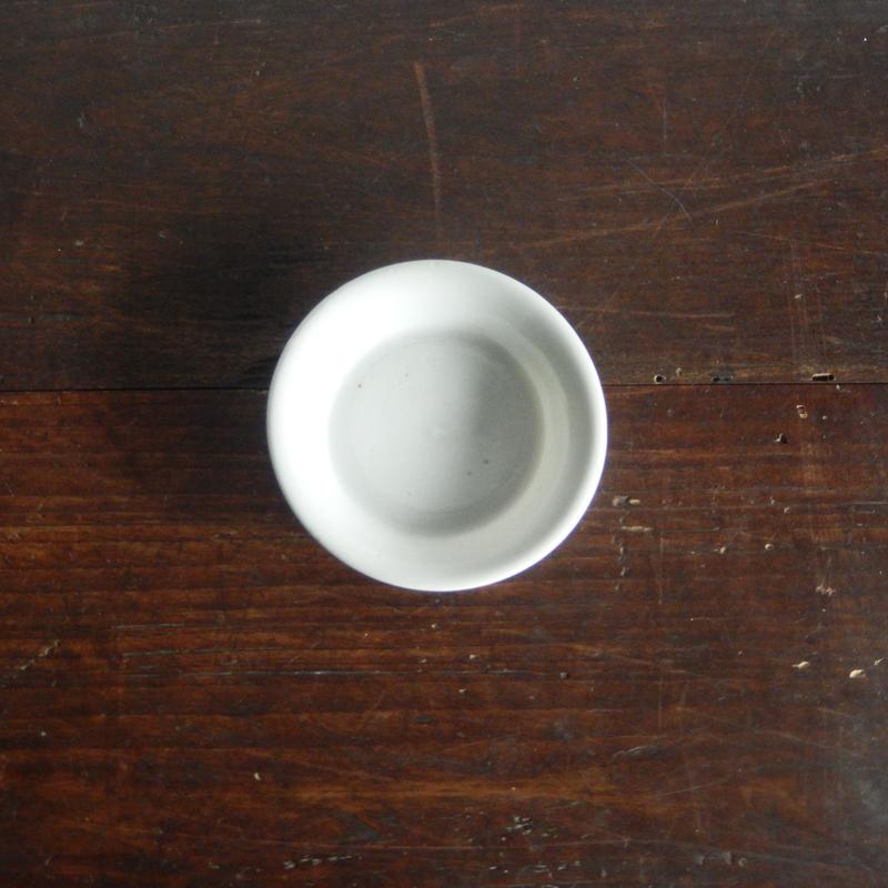 antiques  珉平焼 白磁陽刻豆皿