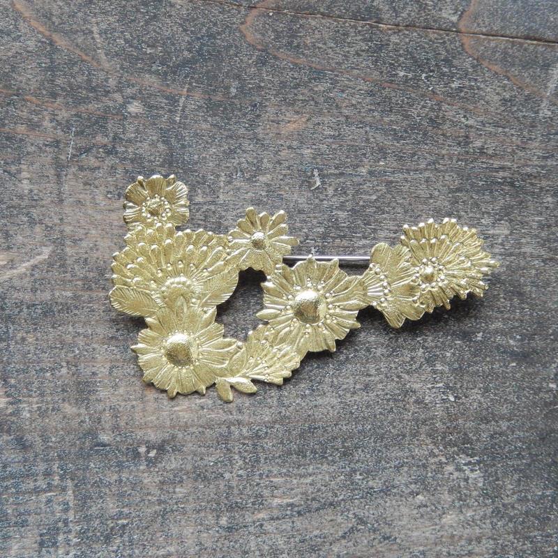 西川美穂 花のブローチ・ライン/ 真鍮