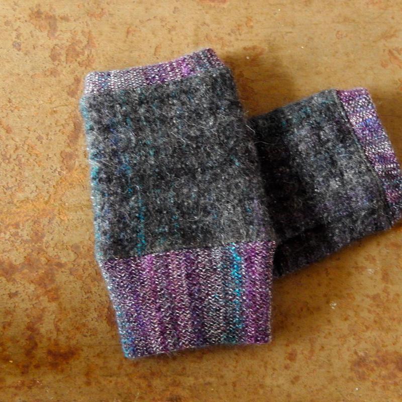 trico 1947 ハンドウォーマー (Gray/Purple)