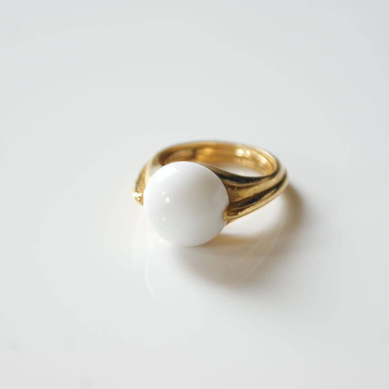 Special price【スペシャル プライス】TRIFARIトリファリ ホワイト ルーサイト リング 指輪 / ヴィンテージ・コスチュームジュエリー