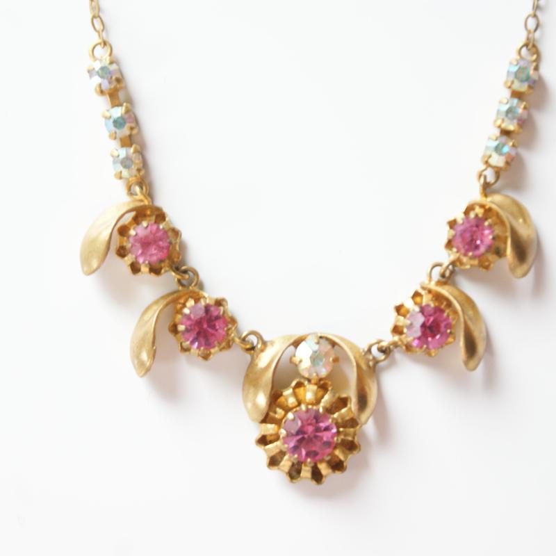 ピンク オーロラ ラインストーン 真鍮 ブラス ネックレス / ヴィンテージ・アンティークジュエリー