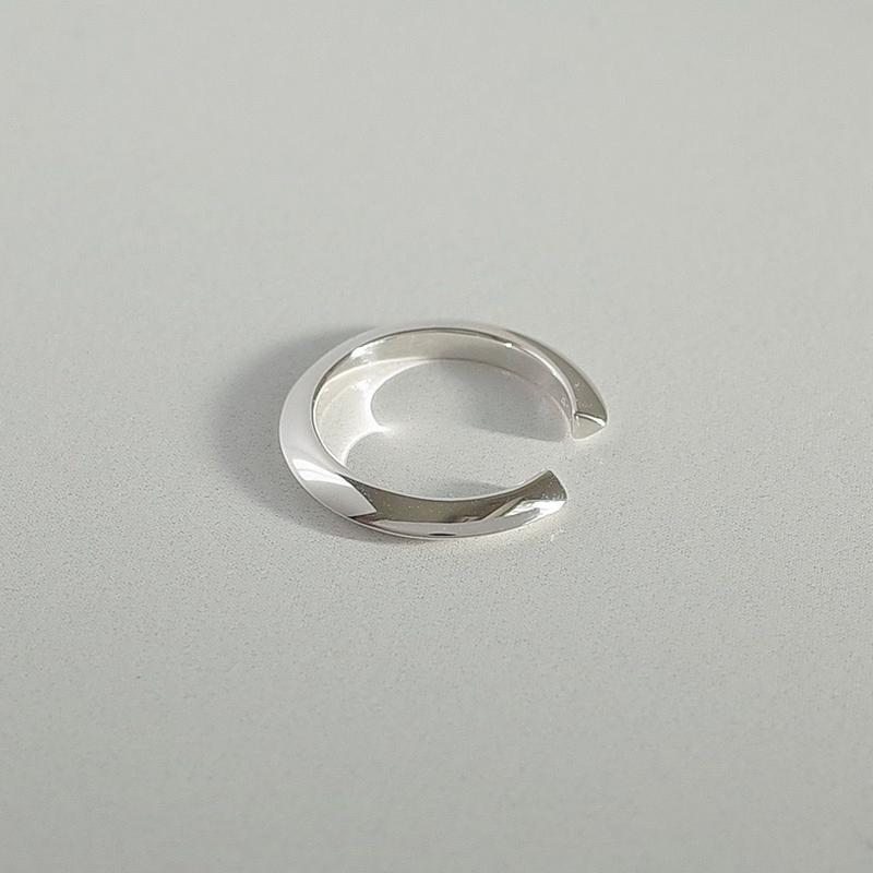 Theo ear cuff in silver