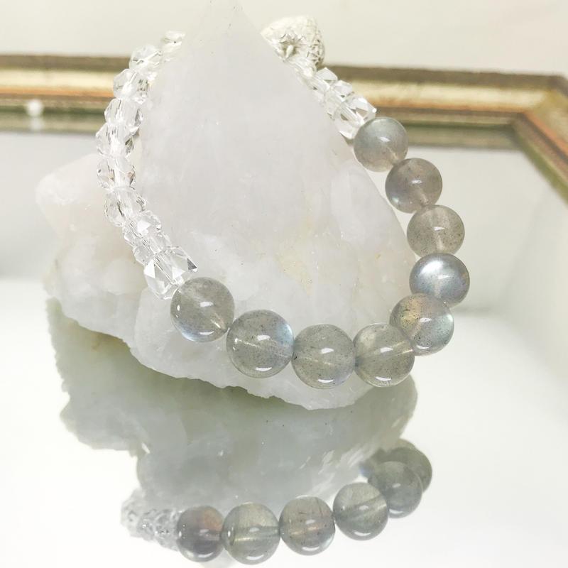 【上弦の月ブレスシリーズ】ラブラドライトと高品質カット水晶