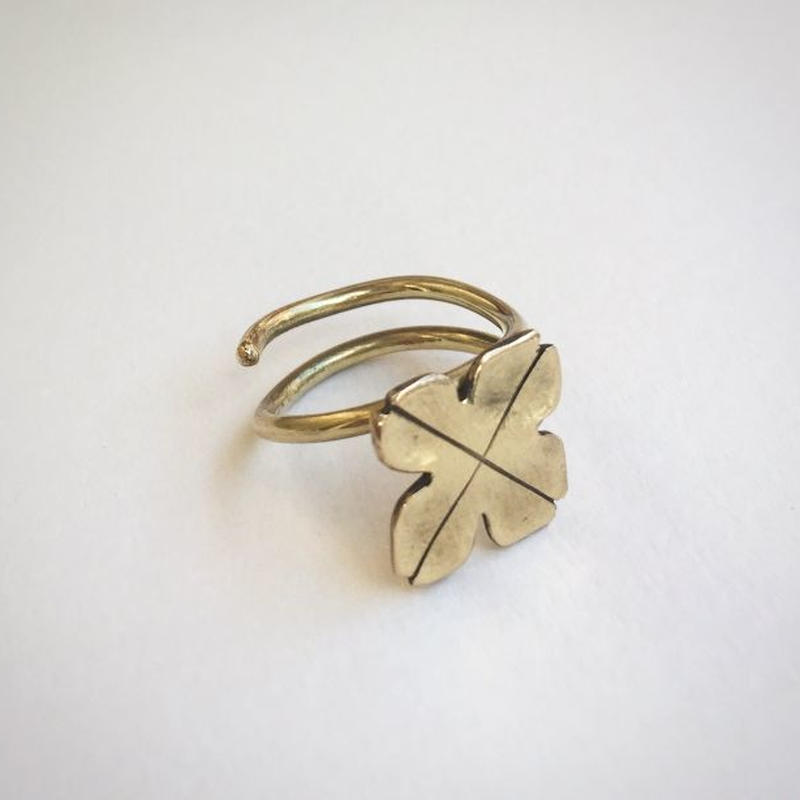 四つ葉のクローバーのリング(真鍮)