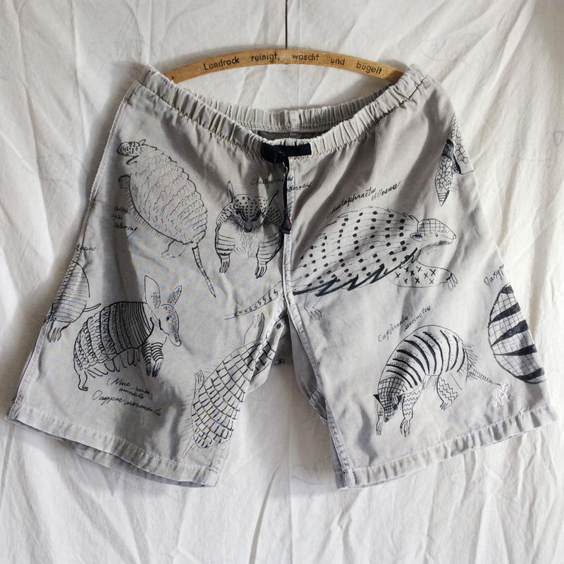 【on GRAMICCI】OMA overdrawing shorts 09 アルマジロ|armadillo