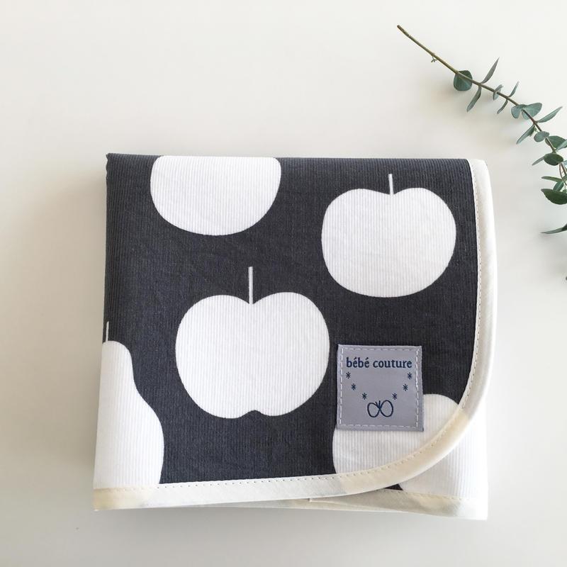 大きなりんごのおむつ替えシート