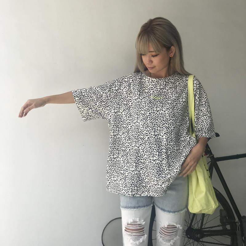 レオパ柄ネオンロゴTシャツ
