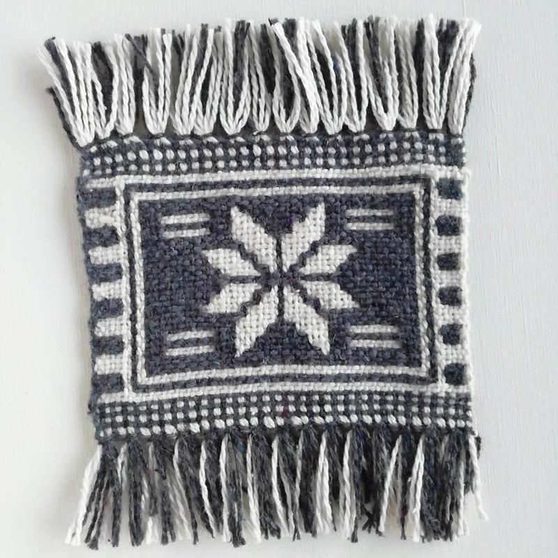 ヤノフ村の織物 幾何学模様 グレー(16×13cm)