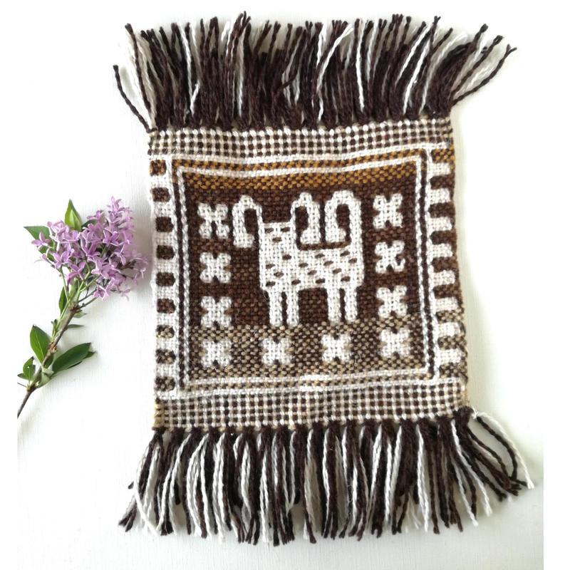 ヤノフ村の織物 ミニタペストリー 羊のほほえみ(18×18cm)#2336