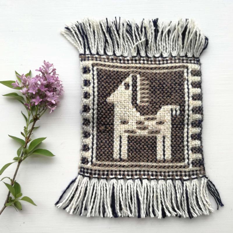 ヤノフ村の織物 コースター たたずむ馬(15×15cm)