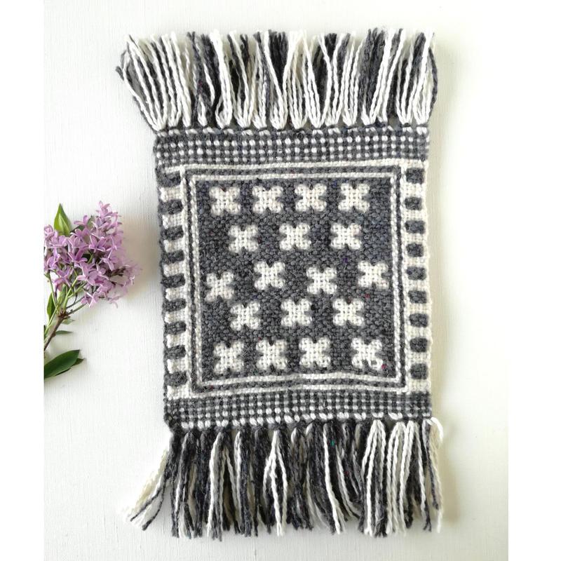 ヤノフ村の織物 ミニタペストリー 幾何学的な花(17×17cm)#2370