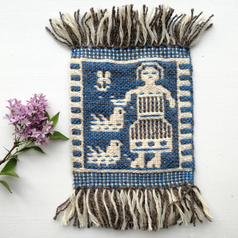 ヤノフ村の織物 コースター 鳥の世話をする女性(16×18cm)