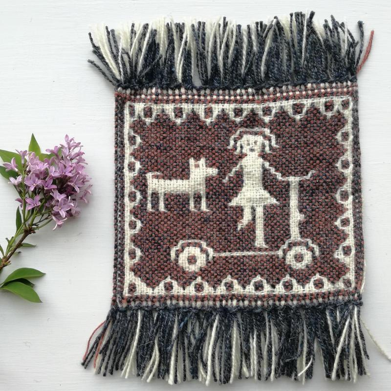 ヤノフ村の織物 コースター キックボードに乗る女の子と犬(18×16cm)
