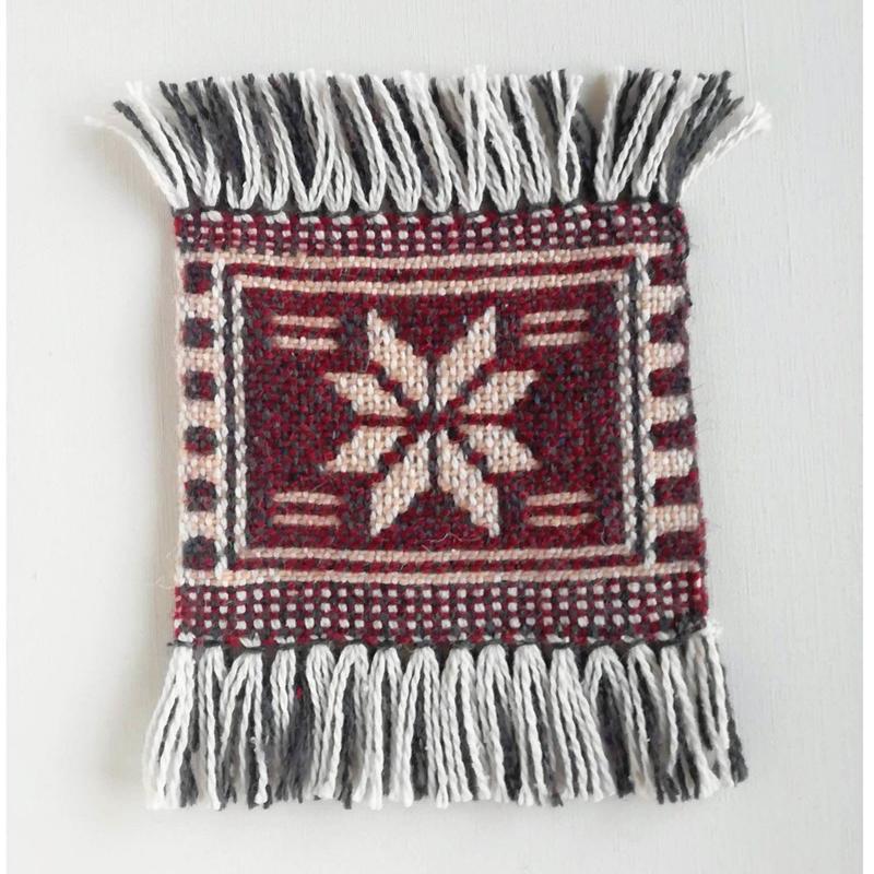 ヤノフ村の織物 幾何学模様 赤(16×13cm)