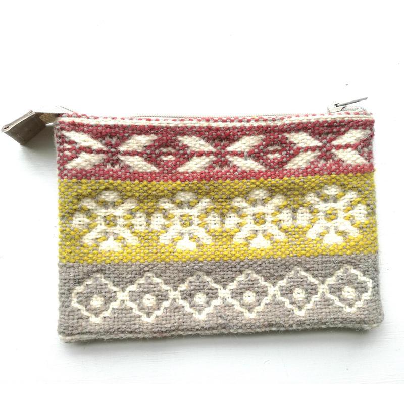 ヤノフ村の織物 ポーチ 花と幾何学模様
