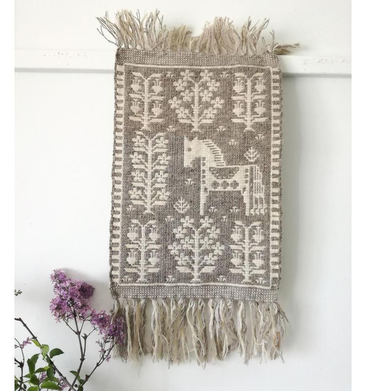ヤノフ村の織物 タペストリー 森の中にたたずむ馬(33×49cm)#2356