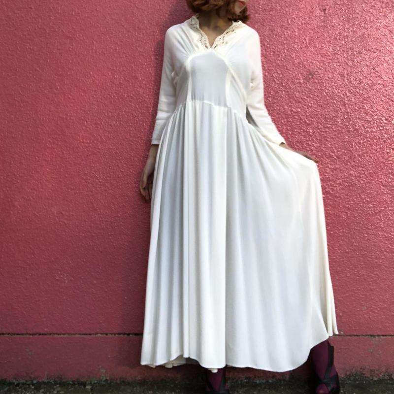 ヴィンテージ  ミルクホワイト レースカラーのロングドレス