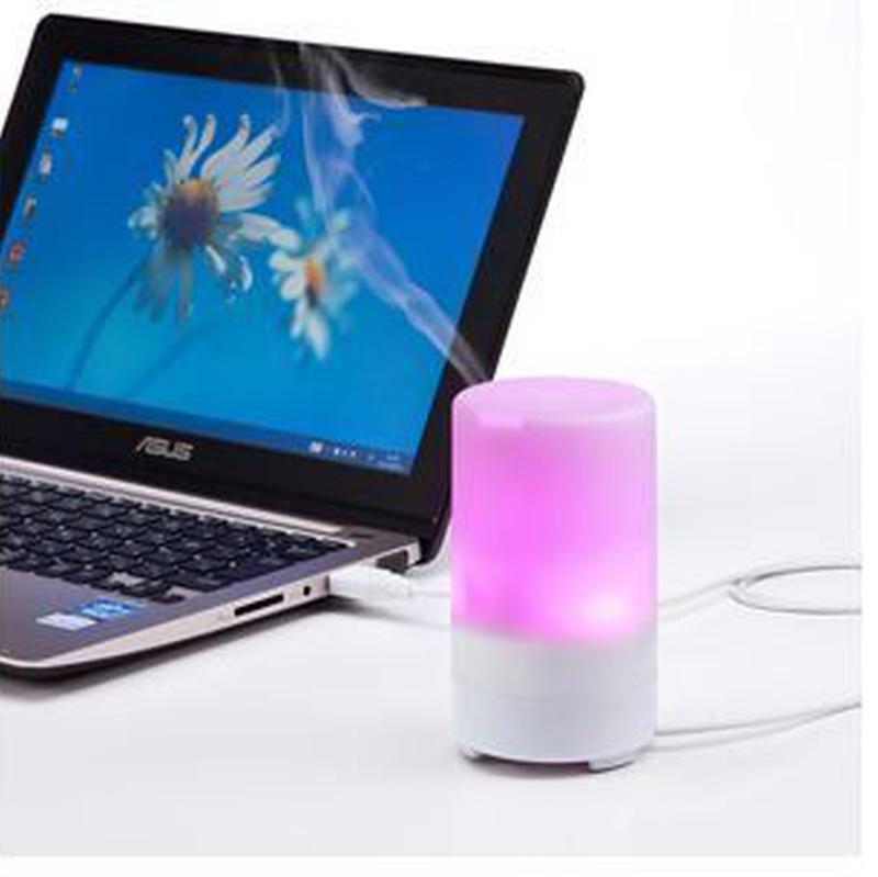 7色に変化するLEDライト付き! USB加湿器