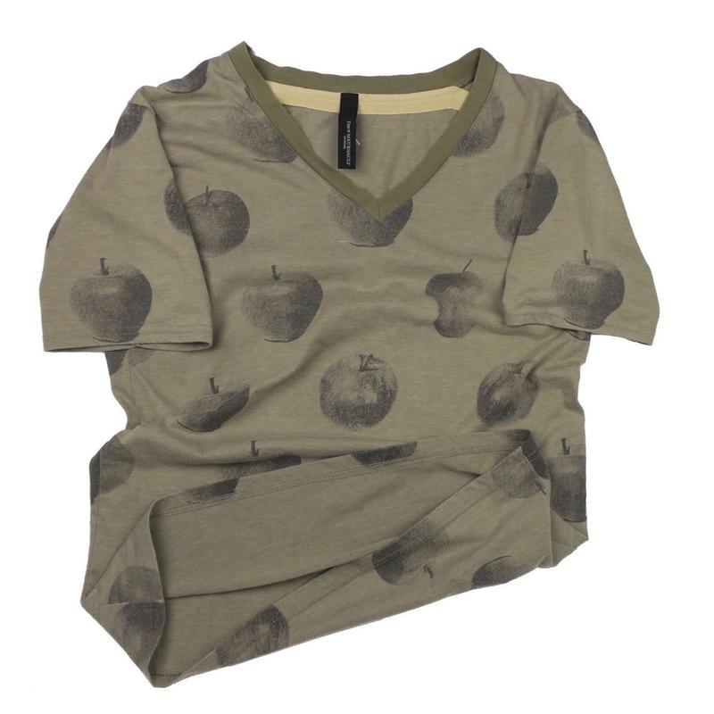 Davit MEURSAULT(ダビットモルソー) アップルVネックTシャツ