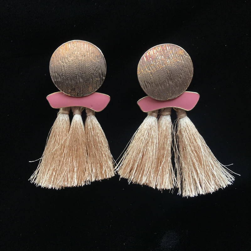 【Selected item】タッセル×ゴールド丸ピアス/beige