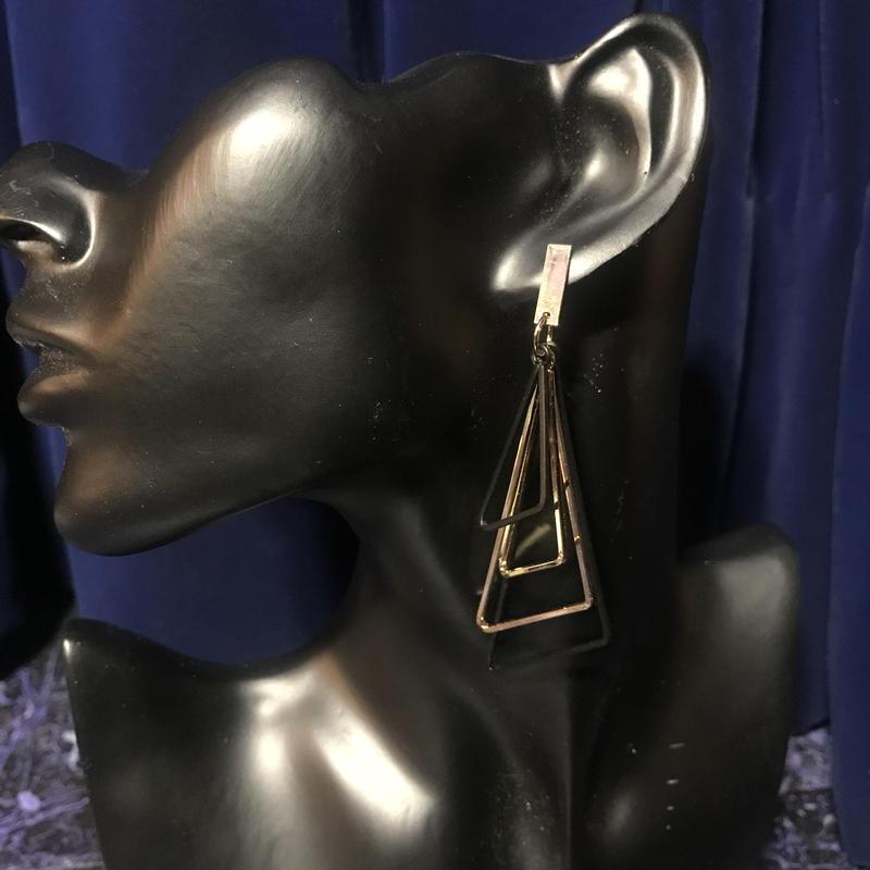【Selected item】Triangle Pierce