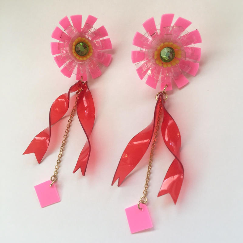PLASTIC FLOWER RIBBON ピアス(PINK)