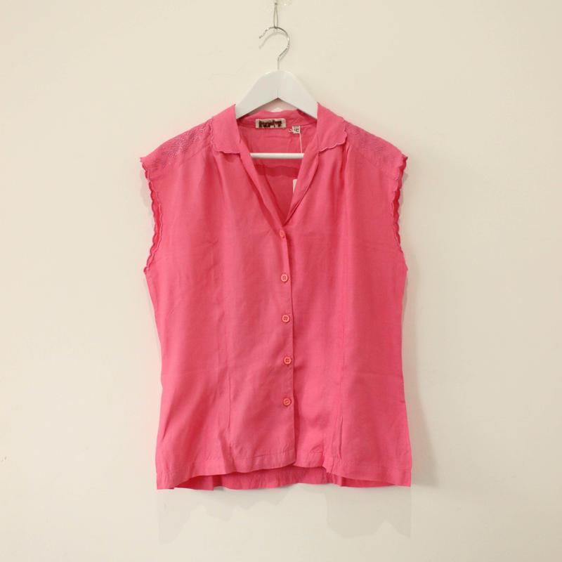 scallop nosleeve  blouse