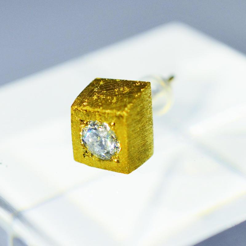 ギベオン×天然ダイヤモンドピアス (ダイヤ0.35Ct)
